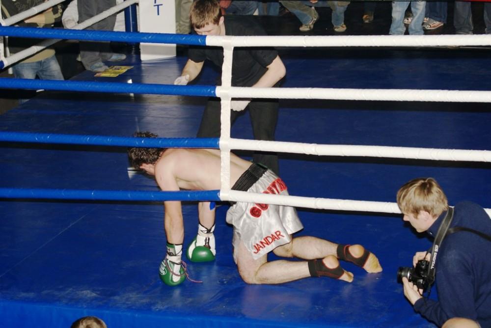 Гусейнов в нокдауне
