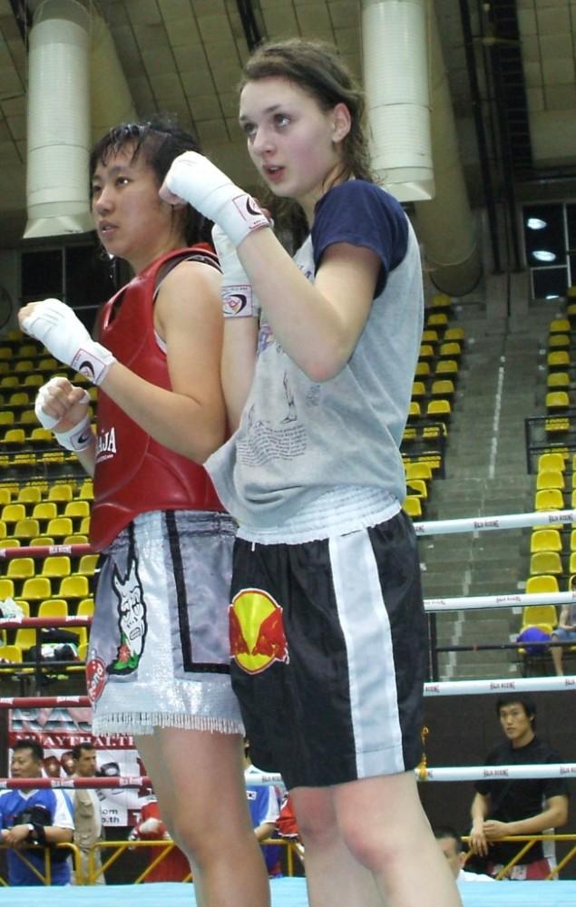 Изотова победила тайку