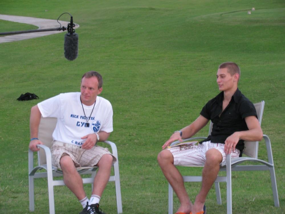 интервью на поле для гольфа