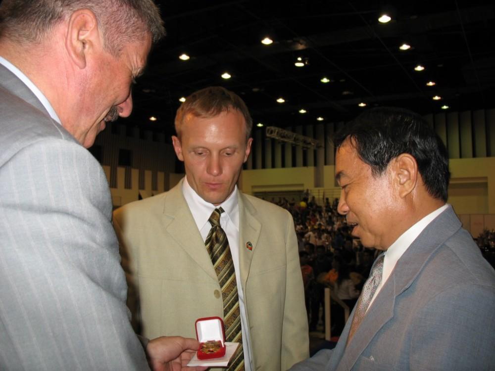 Награждается за службу тайский генерал