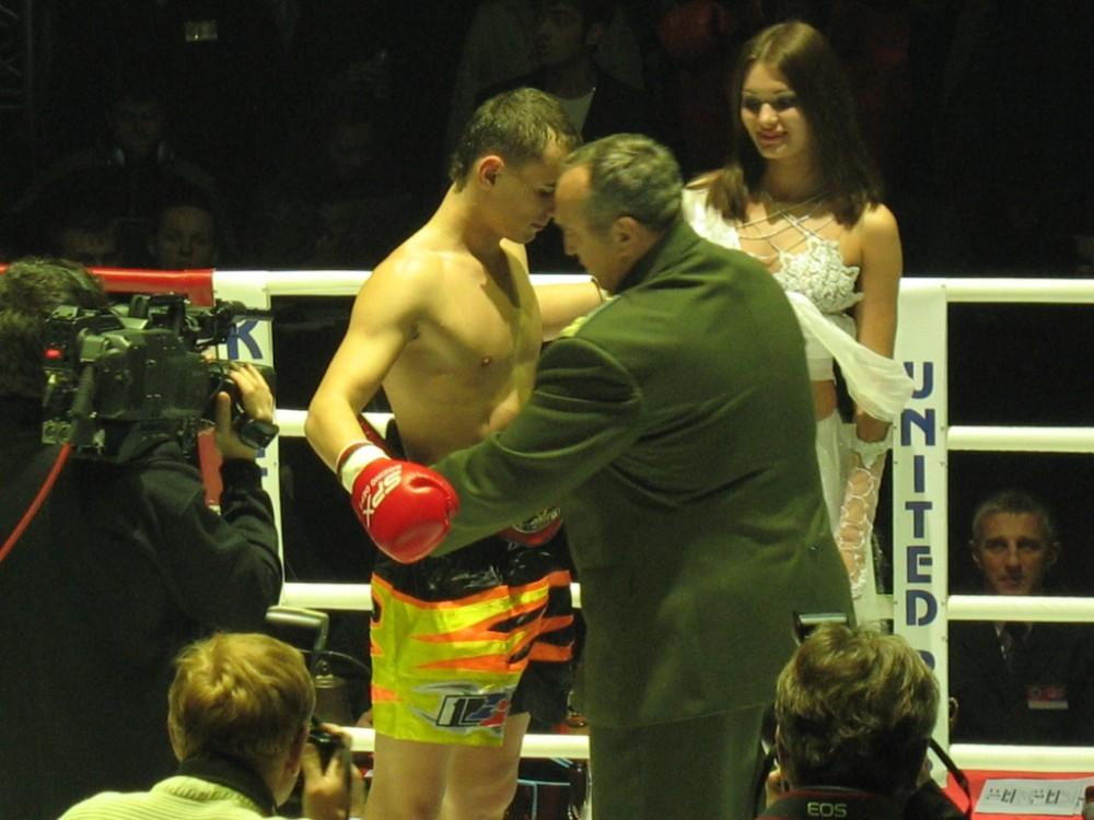 Валент - чемпион мира профи