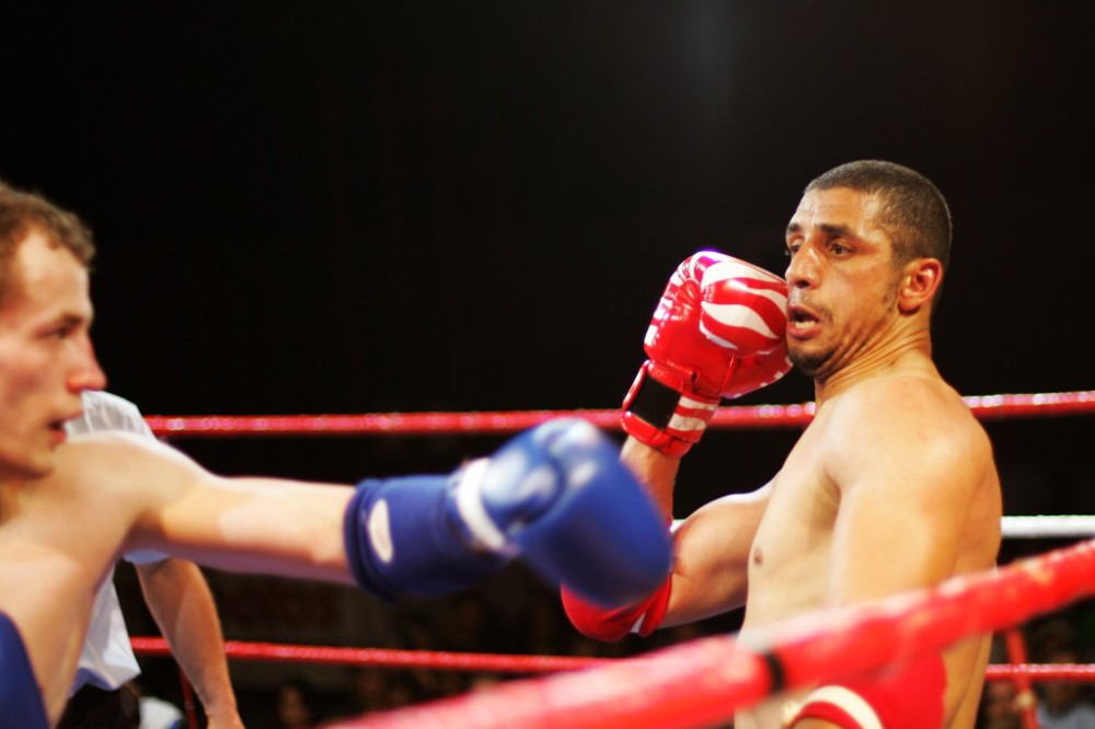 geneve le 3.05.2008, salle omnisports du petit-lancy, gala de kickboxing et de combat libre, farid m'laikia (suisse, tunisie), dmitry valent (belarus) © cabrera georges